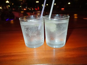 Happy Hour (To for en) Gin & Tonic for en billig penge...