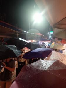 Regnfull kveld på Shilin Night Market