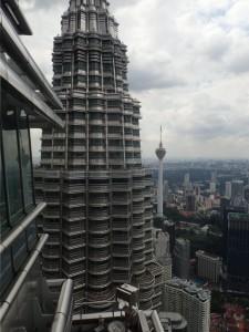 Nesten på toppen... Menara KL til høyre