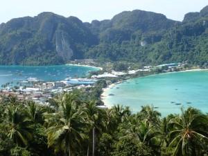 Phi Phi Don, med byen på sandbanken