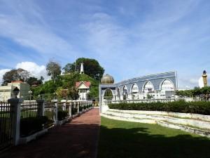 Høyden Bukit Puteri i bakgrunnen