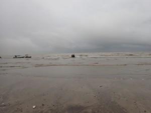Grått og vått da vi landet på stranda i Bako