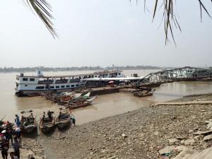 Yangon River, ferga over til Dalah