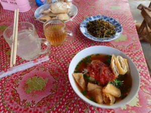 Suppe med Shan nudler, laget av sticky rice