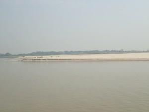 Store sandbanker ligger tørrlagte