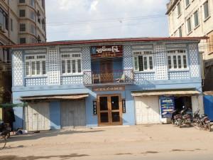 Mange gamle bygninger i koloni-stil rundt om i byen