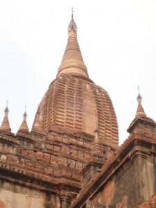Toppen av Sulamani Pahto (sikhara) er rekonstruert etter jordskjelvet i 1975