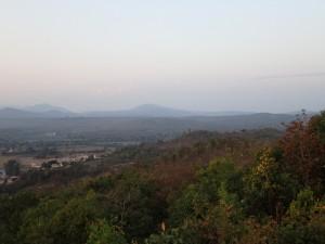 Området rundt byen er relativt flatt til tross for at byen ligger på 700 moh.