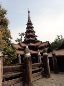 Bagaya Kyaung monastery fra 1838, bygget i teak